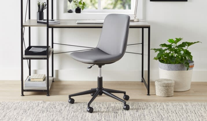 Realspace® Praxley Faux Leather Low-Back Task Chair