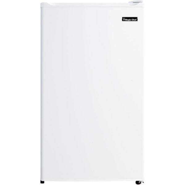 Magic Chef 3.5 cu. ft. Mini Refrigerator - 3.50 ft - Manual Defrost - 3.50 ft Net Refrigerator Capacity - White - Wire Shelf